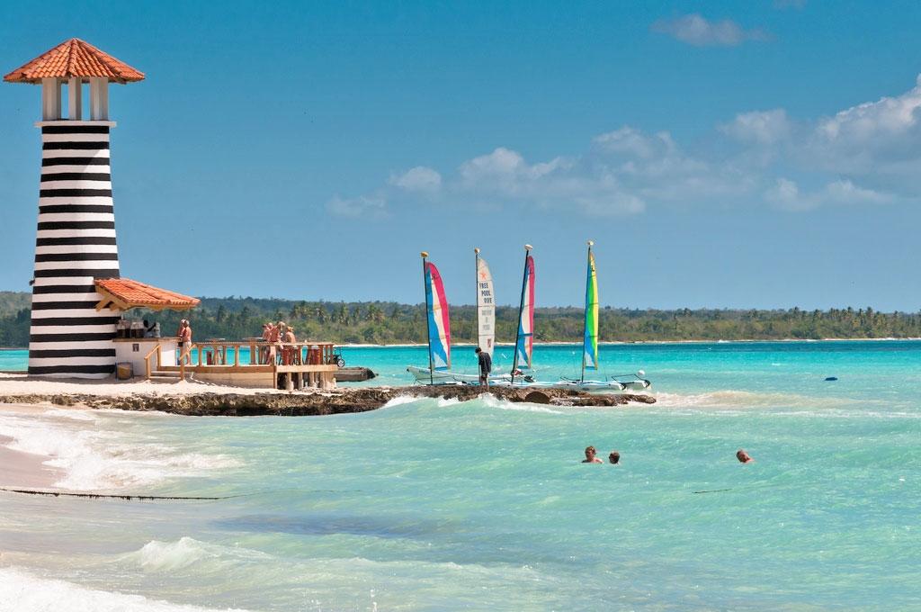Пляж Байяибе Доминикана расположен на спокойном побережье где любят отдыхать американские богачи и кинозвзды